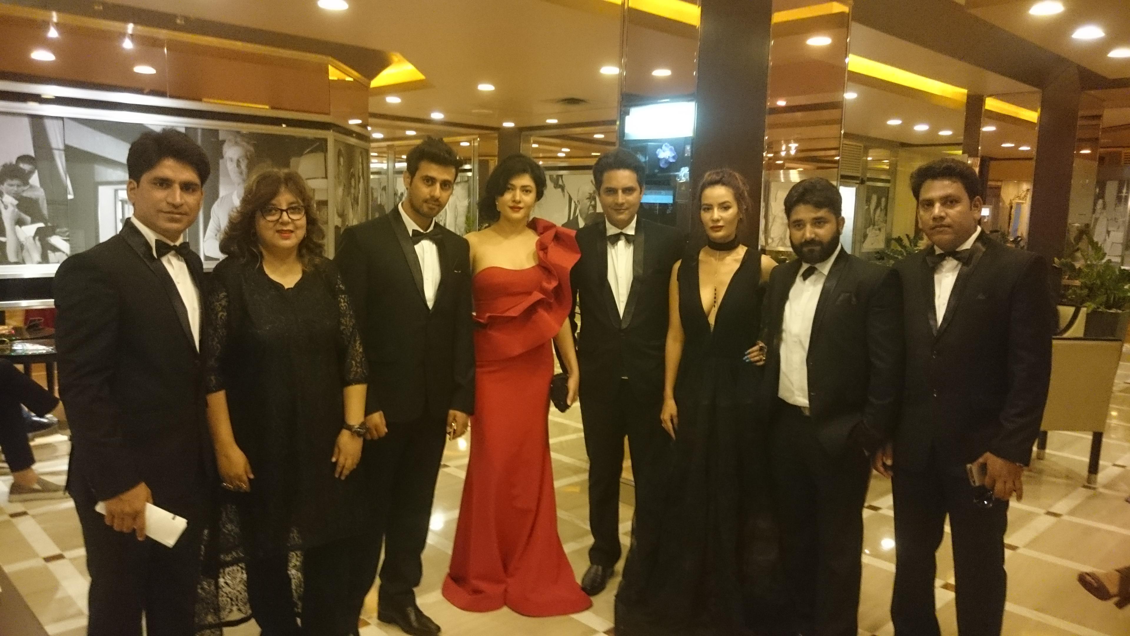 Mujeeb Ul Hassan, Co-Producer Zeba Sajid, Shoib Nikash Shah, Sonal Sehgal, Director Rahat Kazmi, Raina Bassnet, Producer Tariq Khan & Jitesh Kumar At Premiere of Mantostaan.